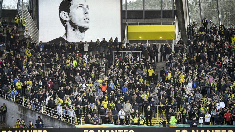 Le portrait d'Emiliano Sala dans les tribunes du FC Nantes, le 10 février 2019. (LOIC VENANCE / AFP)