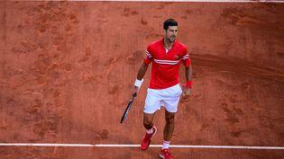 Novak Djokovic après sa victoire en finale de Roland-Garros contre Stefanos Tsitsipas, dimanche 13 juin. (MARTIN BUREAU / AFP)