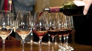Santé Publique France recommande de ne pas boire plus de 10 verres d'alcool par semaine. (PHILIPPE ROY / AFP)