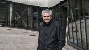 """Claude Lelouch devant ses """"Ateliers du Cinéma"""" à Beaune  (JEAN-PHILIPPE KSIAZEK / AFP)"""
