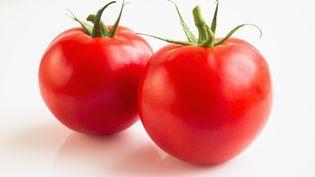 En France, un consommateur peut acheter environ deux tomates avec un dollar. (TETRA IMAGES / GETTY IMAGES)