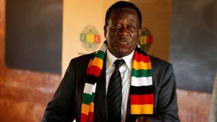 Le président zimbabwéen Emmerson Mnangagwa en train de voter le 30 juillet 2018. (REUTERS/Philimon Bulawayo)