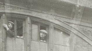 Seconde Guerre mondiale : le Mémorial de la Shoah découvre des photos inédites d'une rafle oubliée (France 2)