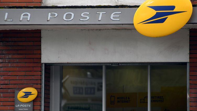 La façade d'un bureau de poste à Toulouse (Haute-Garonne), le 4 avril 2019. (illustration) (PASCAL PAVANI / AFP)