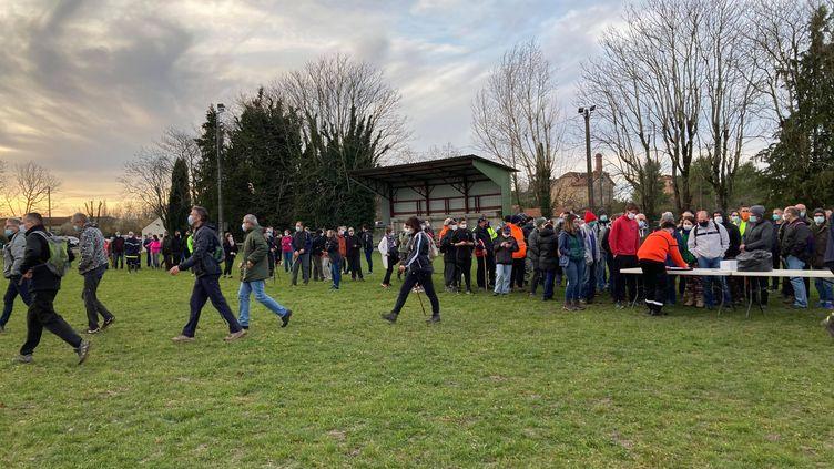 À Cagnac-les-Mines, les recherches pour retrouver Delphine Jubillar ont repris avec les habitants ce mercredi 23 décembre. (MARGAUX STIVE / RADIO FRANCE)