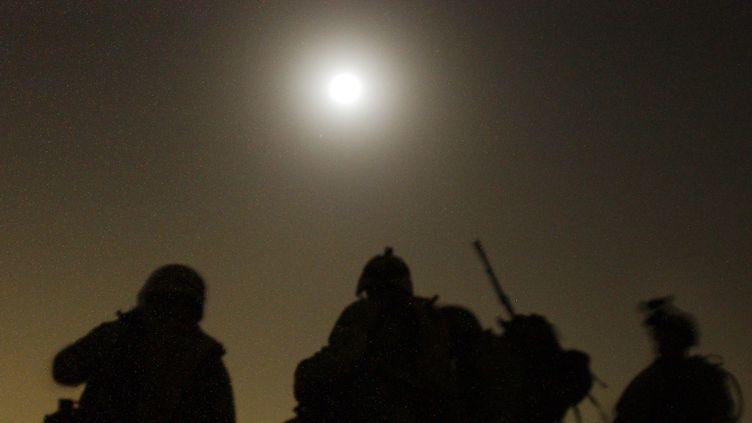 Patrouille de soldats américains en Irak, le 7 juillet 2003  (STAN HONDA / AFP)