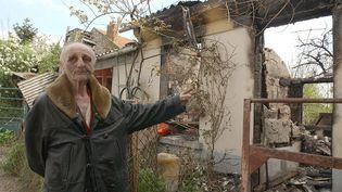 Le 18 avril 2002, Paul Voise est agressé à son domicile à Orléans. Un fait divers qui intervient trois jours avant le premier tour de la présidentielle de 2002. (ALAIN JOCARD / AFP)