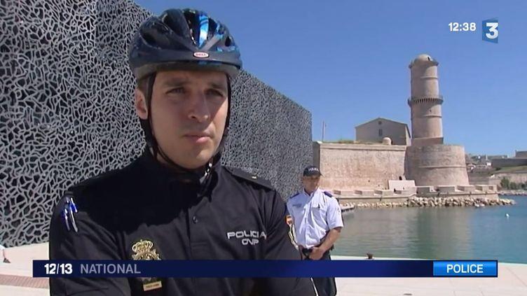 Christopher Mena, un policier espagnol, en mission à Marseille (Bouches-du-Rhône). ( FRANCE 3 / FRANCETV INFO)