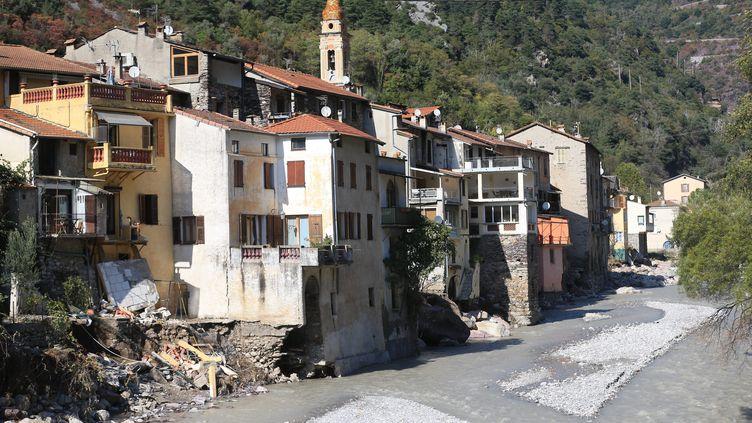 Des habitations concernées par un arrêté de péril imminent à Fontan (Alpes-Maritimes) après le passage de la tempête Alex, le 10 ocotbre 2020. (SEBASTIEN BOTELLA / MAXPPP)