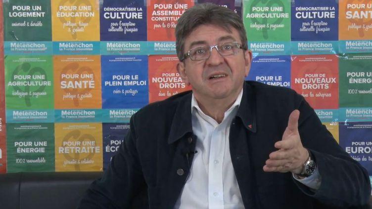 Capture d'écran d'une vidéo de Jean-Luc Mélenchon publiée le 28 avril 2017. (JEAN-LUC MELENCHON / YOUTUBE)