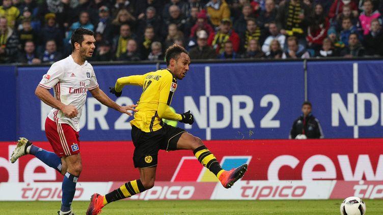 Pierre-Emerick Aubameyang, auteur d'un quadruplé pour le Borussia Dortmund à Hambourg (CHRISTIAN CHARISIUS / DPA)