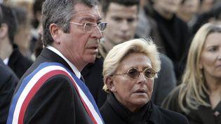 Patrick Balkany et son épouse, Isabelle, le 2 mars 2009 à Levallois-Perret (Hauts-de-Seine). (REMY DE LA MAUVINIERE / POOL)