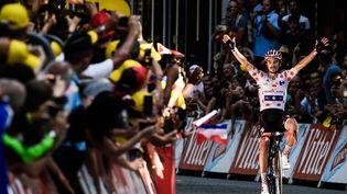 Le Français Julian Alaphilippe, à l'arrivée de la 16e étape du Tour de France, le 24 juillet 2018, à Bagnères-de-Luchon. (PHILIPPE LOPEZ / AFP)