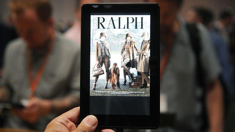 La nouvelle version de la tablette Kindle Fire d'Amazon, annoncée jeudi 6 septembre par la marque à Santa Monica (Californie). (JOE KLAMAR / AFP)