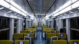 Un voyageur dans un métro parisien, le 23 juin 2020. (UGO PADOVANI / HANS LUCAS / AFP)