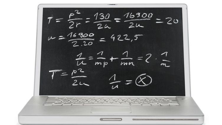 """A la Khan Academy, les vidéos façon """"tableau noir"""" précèdent des exercices où l'élève est guidé pas à pas. (NARVIKK / E+ / GETTY)"""