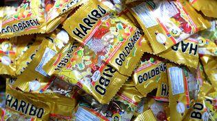 Des sachets de bonbons Haribo, le 24 janvier 2013 dans une usine deBonn (Allemagne). (PATRIK STOLLARZ / AFP)