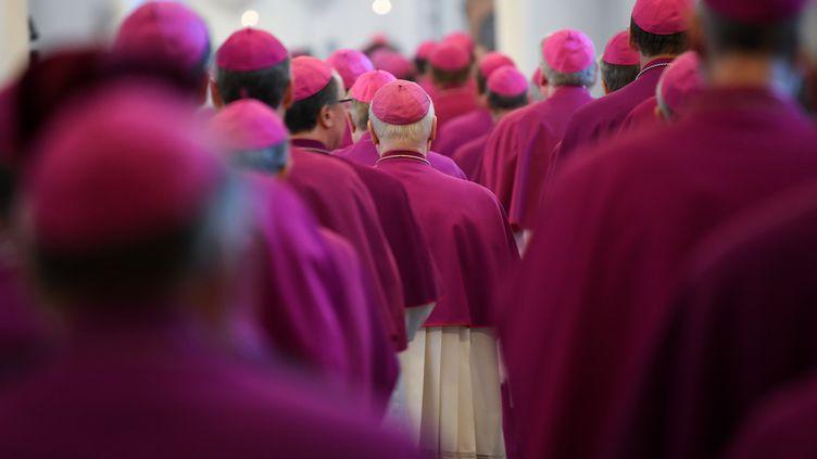 Réunie jusqu'à vendredi à Fulda, la conférence épiscopale allemande doit présenter un lourd rapport commandé par l'Eglise il y a quatre ans et qui identifie plus de 3 600 victimes sur la période 1946-2014. (ARNE DEDERT / DPA)
