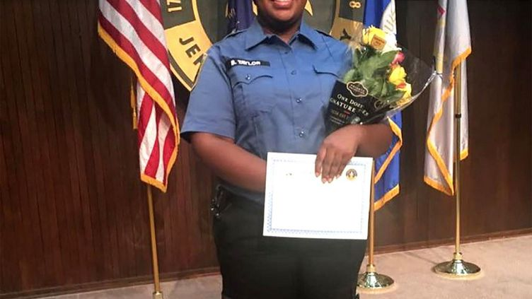 Photo non datée de l'ambulancièreBreonna Taylorlors d'une remise de diplôme à Louisville, dans le Kentucky. (COURTESY OF FAMILY OF BREONNA TA / AFP)
