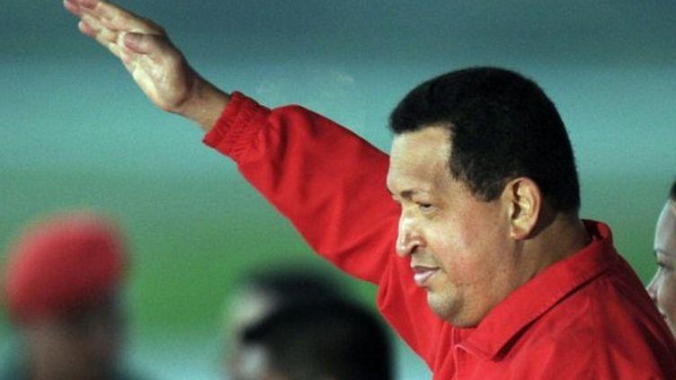 Le président vénézuélien Hugo Chavez à l'aéroport Simon Bolivar de Caracas, le 16 juillet 2011. (AFP PHOTO/JUAN BARRETO)