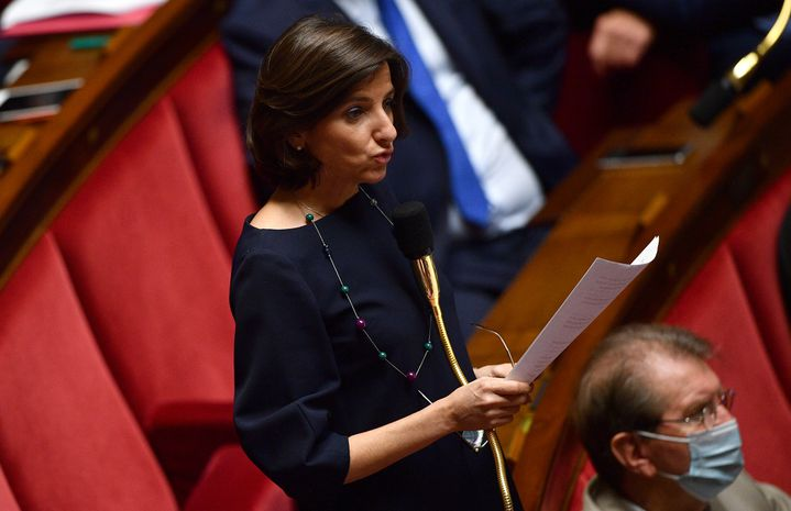 La députée MoDem Nathalie Elimas lors d'une séance de questions au gouvernement, le 8 juillet 2020. (CHRISTOPHE ARCHAMBAULT / AFP)