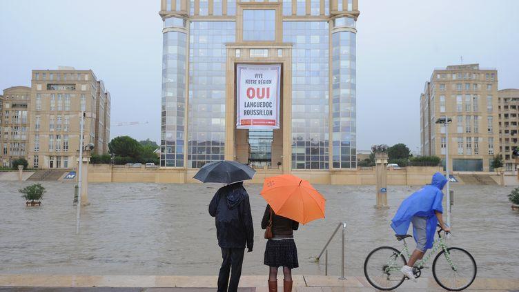 A Montpellier, où il est tombé des pluies diluviennes entre midi et 16 heures, tous les transports en commun ont été stoppés dans le centre-ville, le 29 septembre 2014. (SYLVAIN THOMAS / AFP)