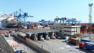 Le port de Gênes est l'un des plus importants d'Europe. (SANDRINE ETOA-ANDEGUE / RADIO FRANCE)