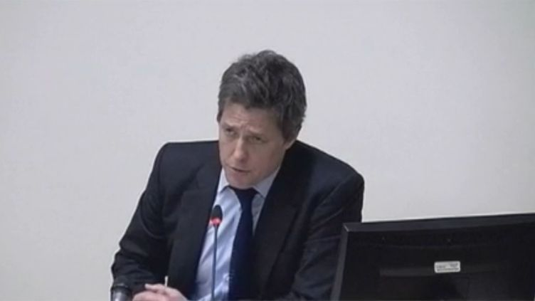 Hugh Grant témoignent, lundi 21 novembre 2011 à Londres, devant la commission d'enquête surle scandale des écoutes téléphoniques. (FTVi / REUTERS)