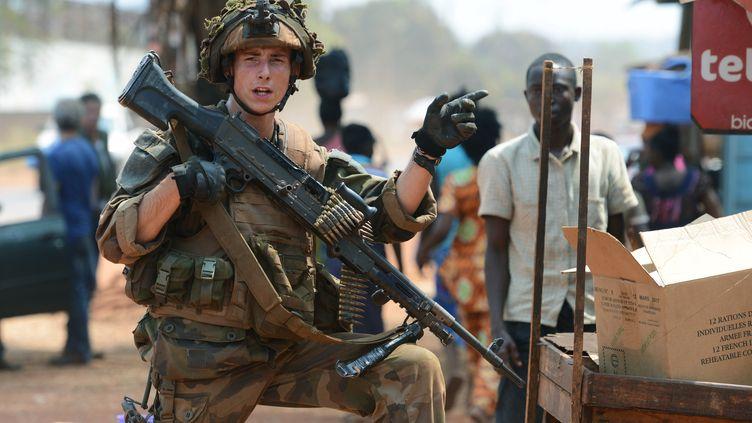 Un soldat français en patrouille à Bangui (Centrafrique), le 30 janvier 2014. (ISSOUF SANOGO / AFP)