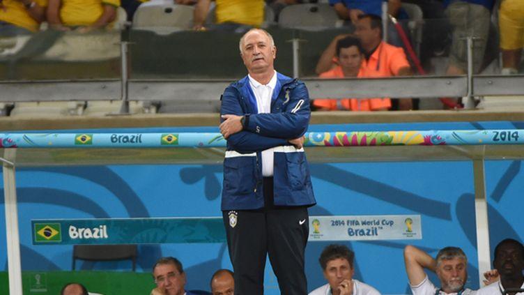 Luiz Felipe Scolari complètement dépité de voir le Brésil humilié par l'Allemagne en demi-finale de son Mondial (PEDRO UGARTE / AFP)