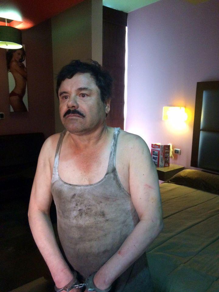 "Joaquin ""El Chapo"" Guzman, lors de sa capture dans un hôtel de Los Monchis (Mexique), le 8 janvier 2016. (PLAZA DE ARMAS / AFP)"