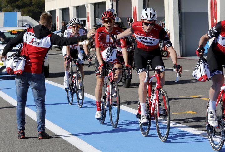 Un ravitaillement lors de la 3e étape du Tour de Provence 2019. (DAVID ROSSI / MAXPPP)