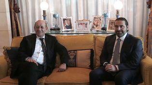 L'ex-Premier ministre libanais Saad Hariri en compagnie du ministre des Affaires étrangères, Jean-Yves Le Drian, le 16 novembre 2017, à Riyad (Arabie saoudite). (RANIA SANJAR / AFP)