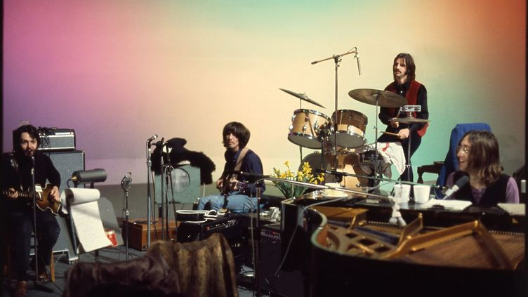 """The Beatles en studio en 1969, une image qui illustre le documentaire dePeter Jackson """"The Beatles : Get Back"""" distribué par Disney, et dont la sortie est prévue à l'été 2021. (WALT DISNEY MOTION PICTURES)"""