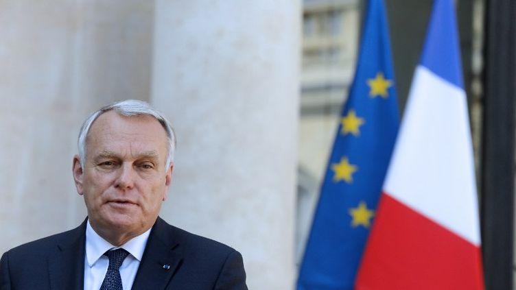 Le Premier ministre Jean-Marc Ayrault sur le perron de l'Elysée, à Paris, le 30 août 2013. (FRANCOIS GUILLOT / AFP)
