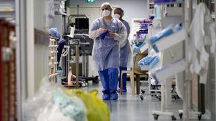 Des soignantsà l'Hôpital Nord, le 2 février 2021 à Marseille (Bouches-du-Rhône). (NICOLAS TUCAT / AFP)