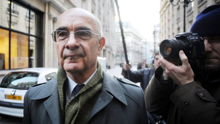 Le général Philippe Rondot arrivant au pôle financier du tribunal de Paris le 11 décembre 2007 (© AFP PHOTO MARTIN BUREAU)