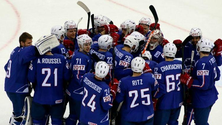 (Les Bleus célèbrent leur qualification pour les quarts de finale du Mondial © Reuters - Vasily Fedosenko)