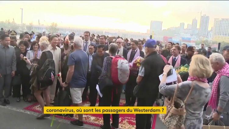 Des touristes étrangers accueillis au Cambodge avant de quitter le pays alors que le Covid-19 a contaminé une vacancière (FRANCEINFO)