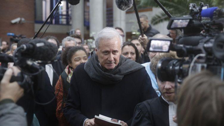 Georges Tron, sortant de la cour d'assises de Bobigny, le 15 novembre 2018. (GEOFFROY VAN DER HASSELT / AFP)