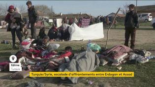 Des réfugiés syriens s'installent à la frontière gréco-turque (FRANCEINFO)