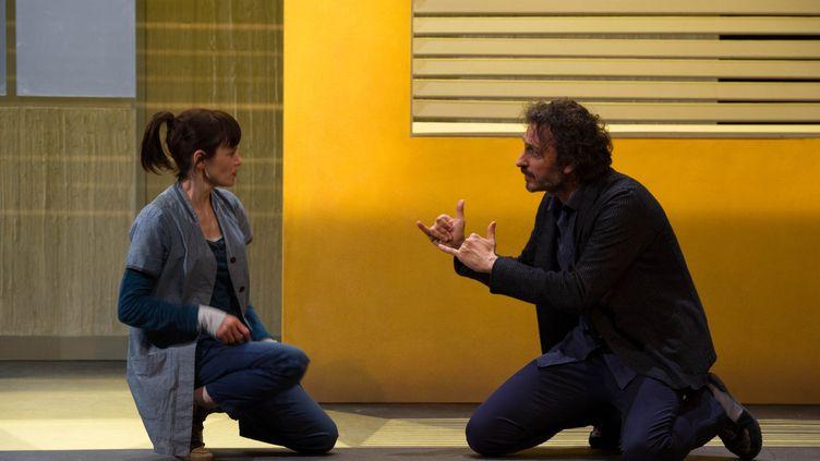 """""""Les Enfants du silence"""", avec Françoise Gillard et Laurent Natrella, au Théâtre Antoine à Paris jusqu'au 26 février. (COSIMO MIRCO MAGLIOCCA / COLL. COMEDIE-FRANÇAISE)"""