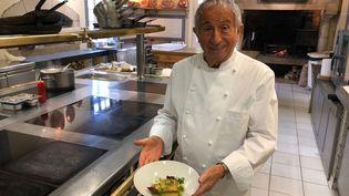 Michel Guérard présente son foie-gras comme une tarte aux pommes. (RF / BERNARD THOMASSON)