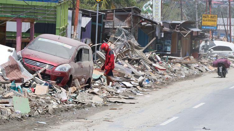 Un quartier dévasté par le séisme, à Palu, sur l'île des Célèbes, en Indonésie, le 6 octobre 2018. (SELMAN TUR / ANADOLU AGENCY / AFP)