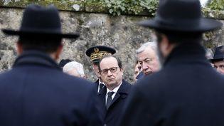 Le président François Hollande arrive à la cérémonie donnée dans le cimetière juif de Sarre-Union (Bas-Rhin), le 17 février 2015, après la profanation de 250 tombes juives. (VINCENT KESSLER / AFP)