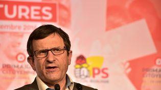 Le président du comité responsable de la primaire, Christophe Borgel, s'exprime lors d'un meeting en décembre 2016. (CHRISTOPHE ARCHAMBAULT / AFP)