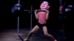 """Avec """"Sport Fiction"""", le ballet de Marseille impose l'humour et la dérision pour se défaire des diktats de la mode  (France3 / Culturebox)"""