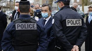 Le ministre de l'Intérieur, Gérald Darmanin, rencontre des agents de police, le 5 mars 2021 à Beauvais (Oise). (LUDOVIC MARIN / AFP)