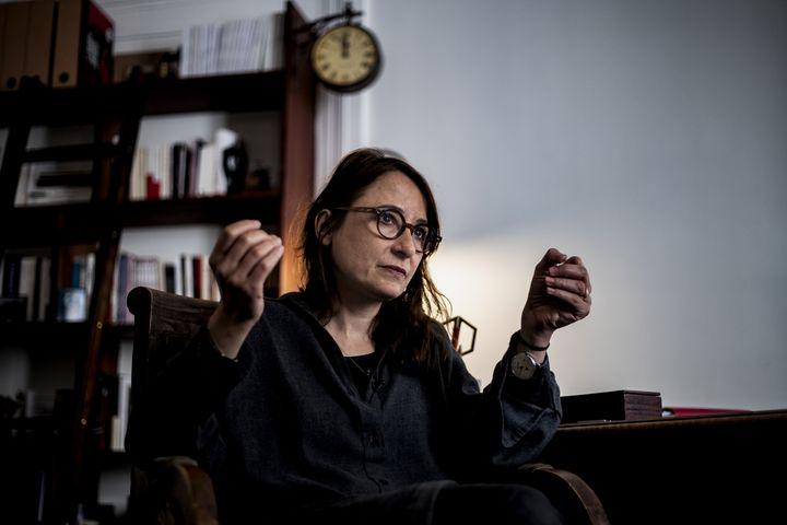 L'avocate et pénaliste Marie Dosé, en mai 2019 dans son cabinet. (KENZO TRIBOUILLARD / AFP)