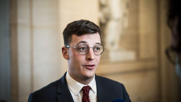Le député LREM Sacha Houlié à l'Assemblée nationale, le15 décembre 2020, à Paris. (ARTHUR NICHOLAS ORCHARD / HANS LUCAS / AFP)